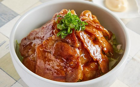 燻製タレの豚丼《週限定品》